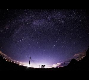 流星と桜島