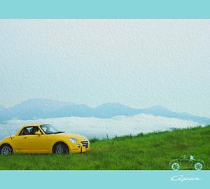 黄色い車と雲海