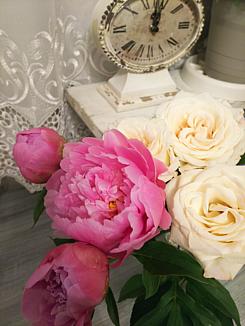◆シャビーシックなバラと芍薬◆