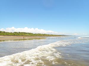 海辺の音(青空と波)