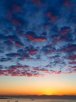 希望の朝(朝焼け空と海)