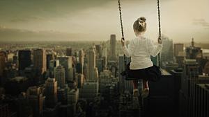 都市を見下ろす少女