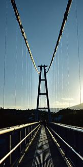 夕焼けのつり橋