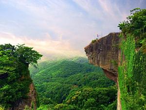 鋸山の断崖絶壁