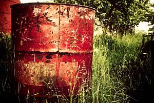 レトロな空地のドラム缶 ビンテージ