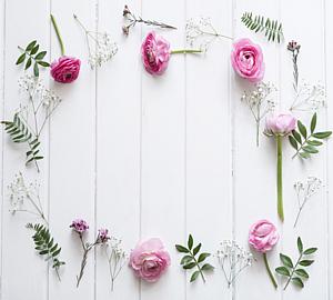 ピンク色のバラ&葉っぱのフレーム