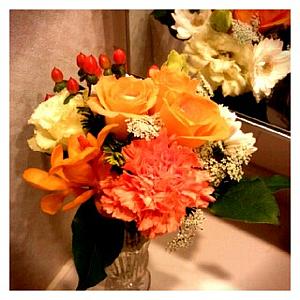 鏡に映る花束