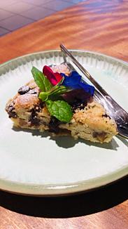 ケーキ&季節の花