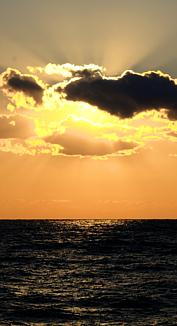 水平線上の陽の光-1