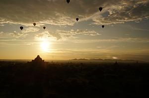 夕日と気球