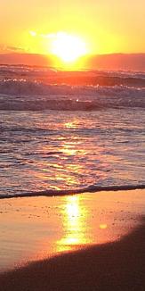 冬の夕方の荒海
