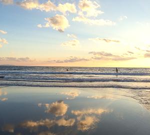 波打ち際に現れる自然の鏡①
